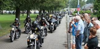 Ride-out ter nagedachtenis aan overleden inwoner Vlagtwedde. Honderden motorrijders van Satudarah vertrokken in een stoet vanuit Vlagtwedde