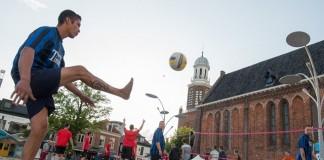 WINSCHOTEN - Beachvoetbal