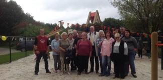 Speeltuin 140830 opening vrijwilligers met burgemeester