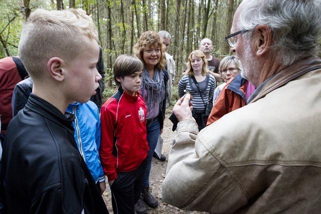 Paddenstoelentocht in de bossen bij de Noordmee in Sellingen onder leiding van gids Henk Pras
