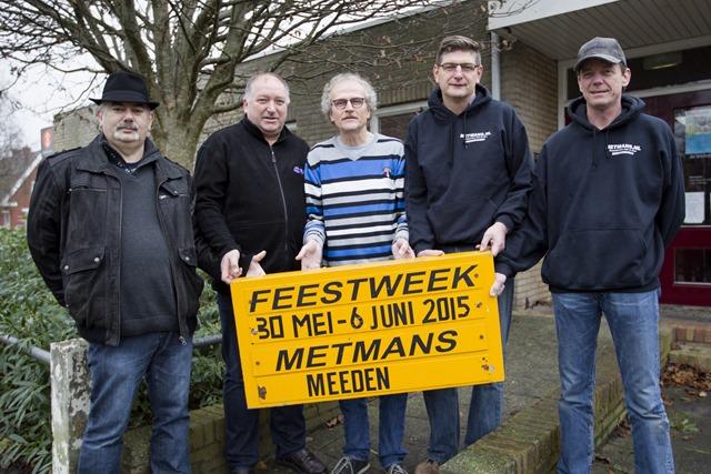 Bestuur Metmans bij dorpshuis Meeden