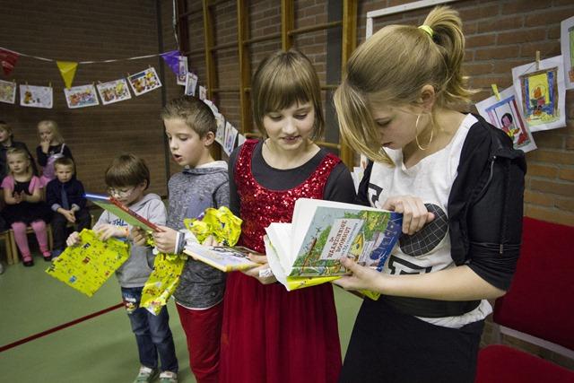 Feestelijke opening schoolbibliotheek Theo Thijssenschool in Boven Pekela