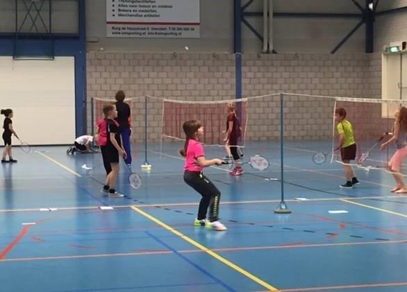 VEENDAM - Badminton clinics