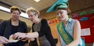 De 11-jarige Lindsey uit Hoogezand zit sinds woensdag 4 maart 2015 namens de provincie Groningen in de Senaat van de Nederlandse Kinderjury. Gonneke Huizing (schrijfster van kinderboeken) maakte dit woensdagochtend bekend in haar klas op O.B.S. Het Ruimteschip in Hoogezand.