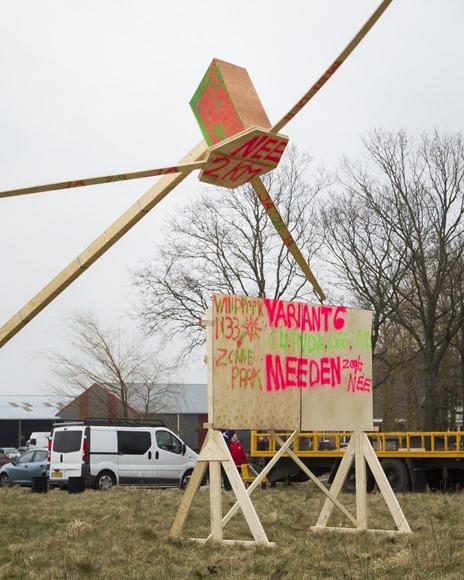 Windmolen omver tijdens ludieke actie in Meeden