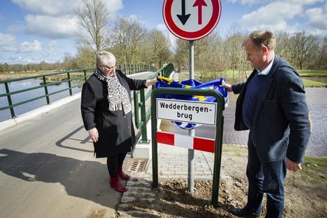 Opening Wedderbergenbrug Wedderbergen door wethouder Lea van der Tuin