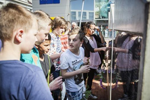 WINSCHOTEN - Bloemlegging Joods monument