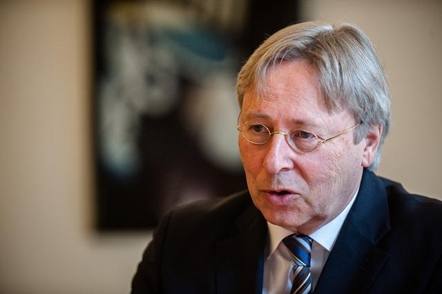 Groningen burgemeester Peter den Oudsten-7