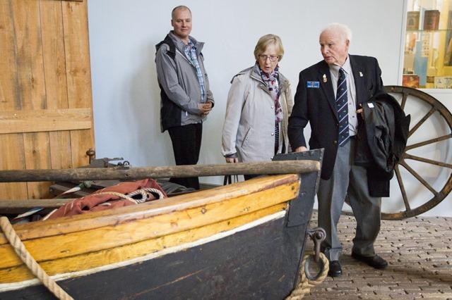 Canadese delegatie bracht bezoek aan Veendam. Ze woonden twee steenleggingen bij en ze kregen een rondleiding in het Veenkoloniaal Museum