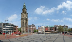 De Martinitoren en de oostzijde van de Grote Markt in Groningen